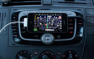 tận dụng smartphone cũ làm đồ chơi xe hơi